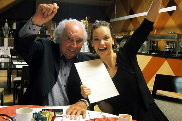 antn garca abril le entrega las partitas a hilary hahn copia